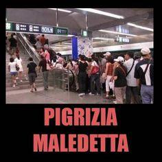 Lo sai che se prendi le scale fai prima?  #bastardidentro #metro #scala #mobile