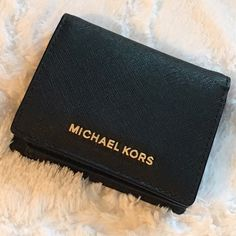 "Michael Kors Jet Set Saffiano Leather Card Holder Authentic MK Used A Few Times Like New Condition. There Are No Rips/Stains. The Michael Kors Logo In Front Has Minor Scratches But That's Normal From Use & There Are A Few Tiny Threads On The Interior.   ⭐️Bicolor Saffiano Leather  ⭐️4.25""W X 3.5""H X 1""D   -Interior:  ⭐️ 4 Card Holders ⭐️ 2 Bill Compartment (1) Large (1) Small  ⭐️ Black MK Logo Interior  ⭐️ One ID Holder  ⭐️ Snap Fastening    Price Is Firm    NO TRADES! Michael Kors Bags…"