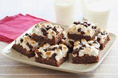 Pour rendre un brownie au chocolat encore plus divin, garnissez-le de pacanes grillées, de guimauves miniatures et de brisures de chocolat. Cette recette fera fureur, c'est garanti!