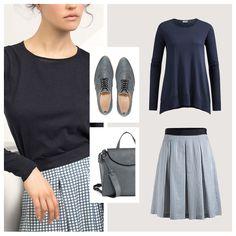 1 TEIL = 4 LOOKS. Easy Chic für alle Fälle mit Pünktchen-Rock und feinem Navy-Pulli zum Shoppen, ins Café oder zum Abendessen. #hessnatur #outfit #inspiration #blau