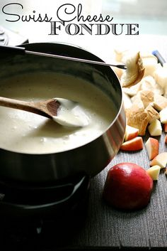Swiss Cheese Fondue 003 by Hungry Housewife, sub chicken stock for wine Beer Cheese, Swiss Cheese Fondue, Pizza Raclette, Raclette Fondue, The Melting Pot, Fondue Recipes, Cooking Recipes, Cooking Tips, Graham Crackers