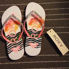 ee1b3509a7d Reduced✂️Roxy flip flops. HeavenRoxyFlip FlopsBeachShoes Sandals SkySeasideSlipperParadise