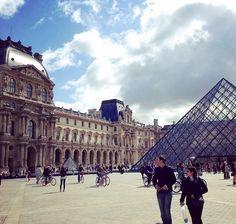 Visiter le Louvre.