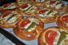 Hatice Mutfakta: Kahvaltılık Pizza Poğaçalar