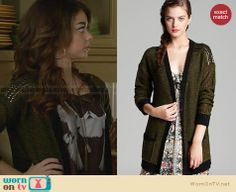 Haley's green cardigan on Modern Family. Outfit Details: http://wornontv.net/28048 #ModernFamily #fashion