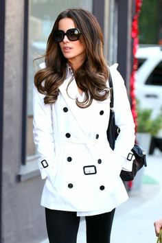 Design Chic: Fashionable Friday: Classic Coats I love a white coat with black detailing.perfect for cool Spring weather. Mode Style, Style Me, Hair Style, Black And White Outfit, Black White, White Chic, Off White, White Trench Coat, White Coats