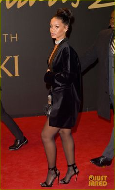 Rihanna Wears Just a Blazer, Shows Some Skin at British Fashion Awards 2014 Rihanna Legs, Rihanna Riri, Rihanna Style, Rihanna Awards, Rihanna Show, Pantyhose Outfits, Nylons And Pantyhose, School Girl Outfit, Girl Outfits
