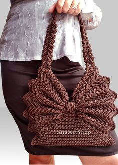 Beaded Crochet Bags – New Cheap Bags Bracelet Crochet, Crochet Tote, Crochet Handbags, Crochet Purses, Bead Crochet, Crochet Design, Butterfly Bags, Diy Crafts Crochet, Smart Casual Outfit