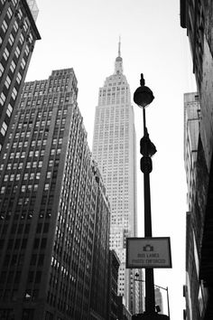 Black And White Picture Wall, Photo Black, Black And White Pictures, Gray Aesthetic, Black And White Aesthetic, White Aesthetic Photography, Photographie New York, New York Wallpaper, Iphone Wallpaper Stars