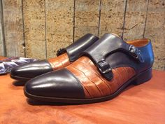 Model 'Brussel' in combination with croco whiskey and black leather.