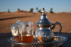 Le thé....tout un rituel ancré dans la tradition marocaine http://www.medina-souvenirs.com/120-theieres