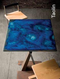 Taolin, tavolino per aperitivi struttura metal, tinta corten, piano in ceramica. Sgabello kaalta seduta rovere massello, telaio metal corten
