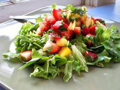 strawberry mango salad with dressing