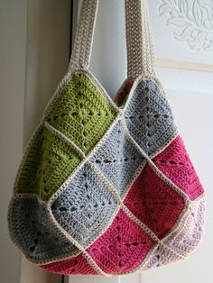 22 Grannies - Lady Colori Looks like the bag I made, but didn't know what to do with the handles. Maybe i should just do this. Seems to work.
