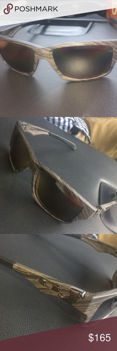Oakley sunglasses Like new Oakley, polarized sunglasses! Gray and black grain design. Perfect condition! Comes with cleaning cloth. Oakley Accessories Sunglasses