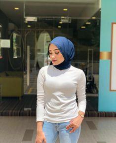 Fajar Rudin's media content and analytics Beautiful Muslim Women, Beautiful Hijab, Girl Hijab, Hijab Outfit, Sweet Girls, Cute Girls, Hijab Drawing, Muslim Beauty, Hijab Chic
