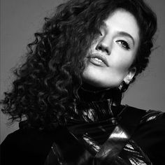 I love her voice 😍 Pretty Face, How To Look Pretty, Jess Glynne, I Love Redheads, Beautiful People, Beautiful Women, Soundtrack To My Life, Black And White Portraits, Lorde