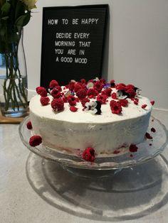 Gluten-free rasberry and white chocolate cake White Chocolate Cake, Good Mood, Gluten Free, Baking, Desserts, Food, Glutenfree, Tailgate Desserts, Deserts