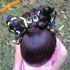 The idea was good work is not very good .. It's a Spider  made of 4 straight braid ... but my daughter has long hair and is not very well ~~~~~~~~~~~~~~~~~~~~~~~~~~~~ La idea era buena, el trabajo tanto.. Es una Arana hecha con trenzas de 4 .. pero mi hija tiene mucho cabello y muy largo y no luce tanto.