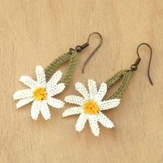 Items similar to Turkish OYA Lace - Earring - Daisy - White on Etsy Crochet Jewelry Patterns, Crochet Earrings Pattern, Bead Loom Patterns, Crochet Accessories, Hairpin Lace Crochet, Crochet Motif, Crochet Shawl, Crochet Edgings, Crochet Decoration