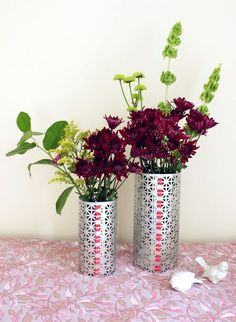 DIY metal flower vase from A beautiful mess Metal Flowers, Diy Flowers, Flower Vases, Flower Diy, Flower Arrangement, Pretty Flowers, Navidad Diy, Metal Vase, Beautiful Mess