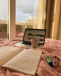 School Organization Notes, Study Organization, School Notes, College Aesthetic, Study Pictures, School Study Tips, Study Space, Study Hard, Studyblr