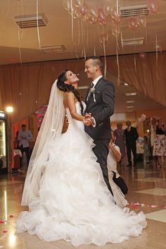 Manželia Klinckovci - Svadobný salón Valery Lace Wedding, Wedding Dresses, Fashion, Bride Dresses, Moda, Bridal Gowns, Fashion Styles, Wedding Dressses