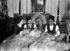 Vor-Weihnachtsfeier Anheas/Timeline Images #1927 #Feier #Party #Heiligabend #Weihnachten Alkohol #Nostalgie