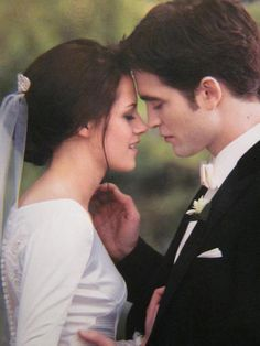 The Twilight Saga, Breaking Dawn Part Bella & Edward Cullen Twilight Bella Und Edward, Twilight Film, Twilight Saga Quotes, Vampire Twilight, Twilight Wedding, Twilight Saga Series, Twilight Breaking Dawn, Twilight Cast, Bella Wedding