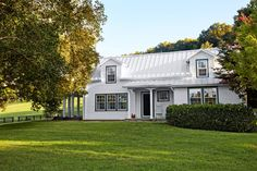 When Nashville designer Landy Gardner took on the task of renovating and decorating a 1920s farmhouse—a weekend getaway for an extended family—he had one goal in mind: No clichés!