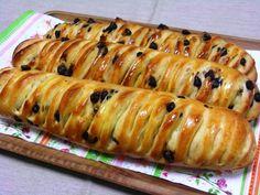 Ingrédients: 100 g de beurre 150 g de pépites de chocolat noir 1 kg de farine 40 g de levure de boulanger 60 g de sucre semoule 45 cl de eau 2 œufs 20 g de