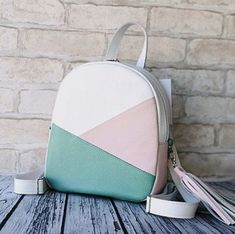 Discover recipes, home ideas, style inspiration and other ideas to try. Cute Mini Backpacks, Stylish Backpacks, Girl Backpacks, Backpack Bags, Leather Backpack, Cute School Bags, Cute Luggage, Accesorios Casual, Girls Bags