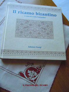 Il Piacere del ricamo: luglio 2013 Bargello, Embroidery Stitches, Needlepoint, Ornaments, Crafts, Byzantine Art, Livres, Embroidery, Manualidades