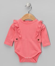 Made from soft organic cotton, this sweet bodysuit is extra gentle on sensitive skin. The stylish design features frilly accents and button tabs for easy changing.100% organic cottonMachine washMade in India