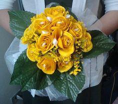 Buquê de rosas de tecido <br>pode ser confeccionado em diversas cores, e de acordo com o gosto da noiva. <br> <br>Também pode ser feito de flores naturais, consulte disponibilidade de entrega.