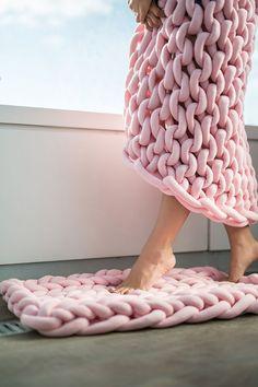Super-chunky knit blankets // chunky knits // knit blankets
