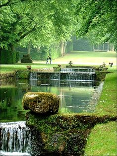 Vallée de l'École district, Milly-la-Foret, Greater Paris Städtereise Paris, I Love Paris, Oh The Places You'll Go, Places Around The World, Places To Travel, Places To Visit, Beautiful Gardens, Beautiful World, Stunningly Beautiful
