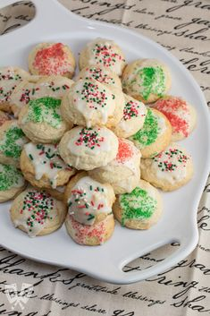 These lemon ricotta cookies are a citrus-studded Italian treat! They're light, fluffy and full of Christmas cheer - perfect for cookie exchanges & holiday parties. Chocolate Pumpkin Pie, Double Chocolate Chip Cookies, Russian Tea Cookies, Lemon Ricotta Cookies, Dessert Nachos, Cranberry Cookies, Italian Cookies, Cookie Swap, Sweet And Spicy