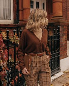Mode Outfits, Retro Outfits, Cute Casual Outfits, Vintage Outfits, Fashion Outfits, Fashion Pants, Cozy Fall Outfits, Fashion Shirts, Dress Vintage