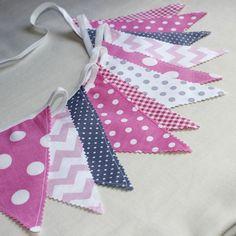 Guirlande Décorative Fanions / Banderole pour chambre d' enfant / Drapeaux rose et gris : Décoration pour enfants par popelineco