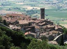 Uma joia na Toscana: Cortona! A Itália é surpreendente! Cortona é uma cidadezinha construída em cima de uma colina e sua história nos...