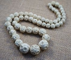 off SALE Vintage Cream Circles Carved Celluloid Graduated Bead Necklace Pearl Necklace, Beaded Necklace, Beaded Bracelets, Circle Design, 1930s, Vintage Jewelry, Carving, Pearls, Cream