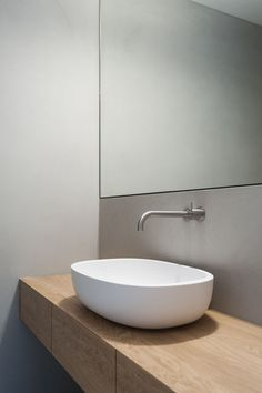 Detached house Grünwald, 2016 - Inneneinrichtung - Home Above Couch Decor, Shelves Above Couch, Bathroom Spa, Small Bathroom, Bathroom Ideas, Bathroom Interior Design, Interior Design Living Room, Wc Design, Floating Shelves Bathroom