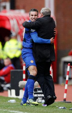 Robin van Persie celebrates goal with Sir Alex Ferguson  l  MUFC