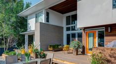 Home in Canada Offers Both Social Spaces and Room to Retreat - http://freshome.com/home-in-canada-offers-social-spaces-room-to-retreat/