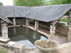 Le lavoir de la Fontaine (Neuvillalais, arr. de Mamers) à Neuvillalais , Sarthe.