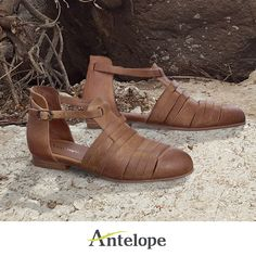 the perfect flat sandals for fall: http://www.antelopeshoes.com
