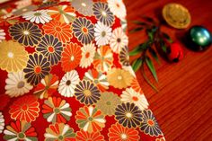 18R Little Mums Japanese Fabric  Gold/Red by AtelierLiaSan on Etsy, €4.50