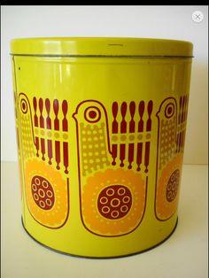 Yellow bird box, Finel? Design Raija Uosikkinen Bird Boxes, Vintage Tins, Ceramic Design, Bird Design, Very Lovely, Scandinavian Design, Vintage Furniture, Thrifting, Tea Pots