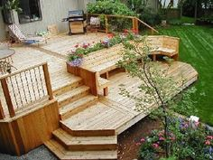 Back Deck with Built in Seating . maybe for dan's backyard Backyard Projects, Backyard Patio, Backyard Landscaping, Landscaping Ideas, Built In Seating, Built In Bench, Deck Seating, Extra Seating, Tiered Deck